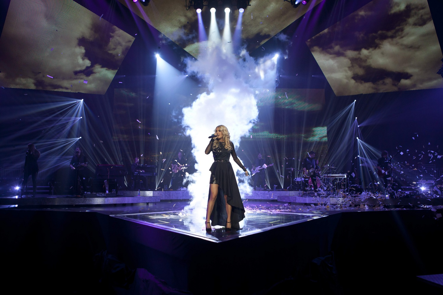 CARRIE UNDERWOOD CLOSES 2012 AS TOP FEMALE COUNTRY TOURING ARTIST
