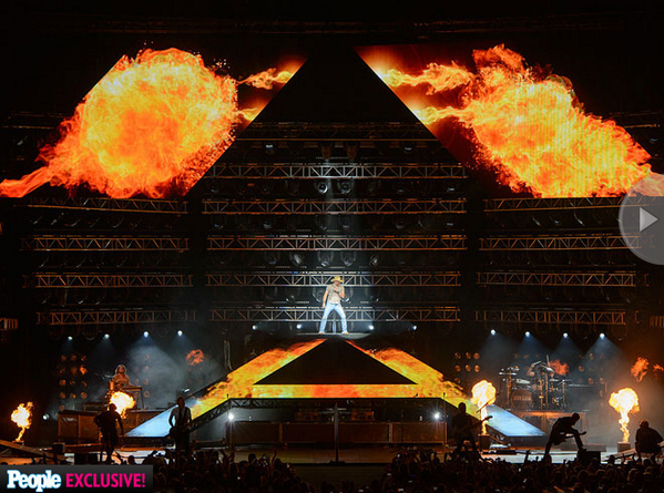 People.com Exclusive: Burn It Down Tour Pics